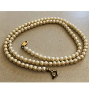 Vintage 1970s TRIFARI Faux Pearls Necklace